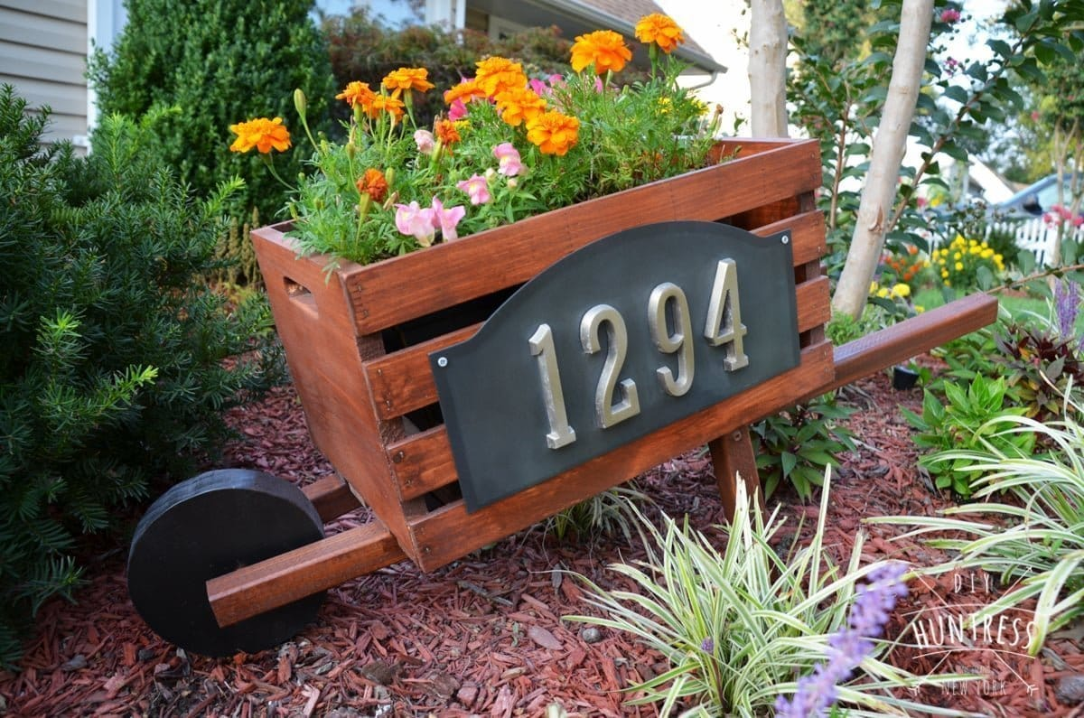 wheelbarrow address display for home