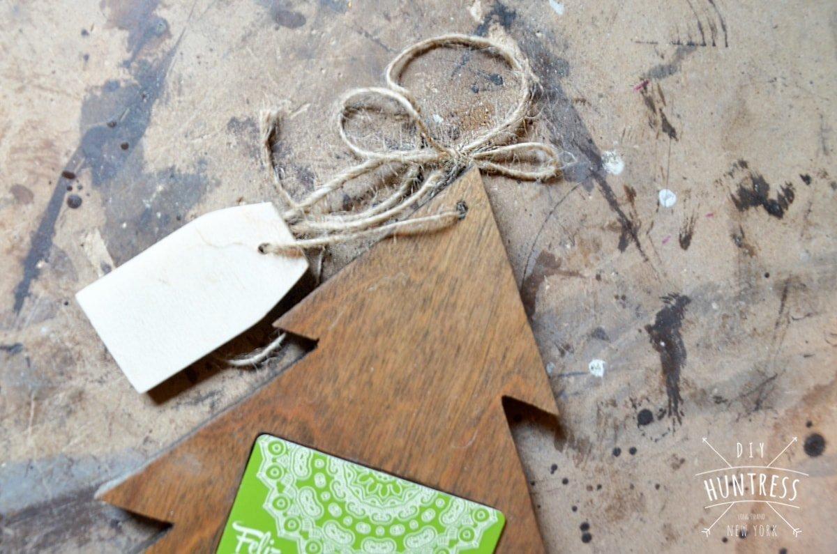diy_huntress_christmas_tree_gift_card_holder-12