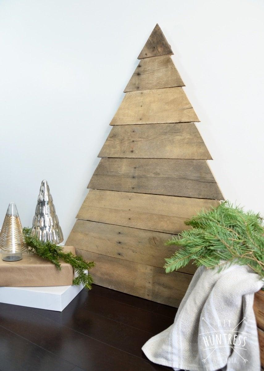 diy_huntress_pallet_wood_christmas_tree-4