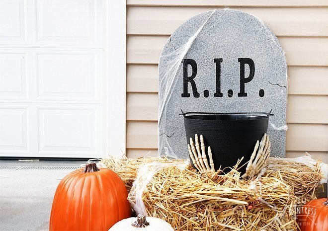 Halloween DIY Tombstone