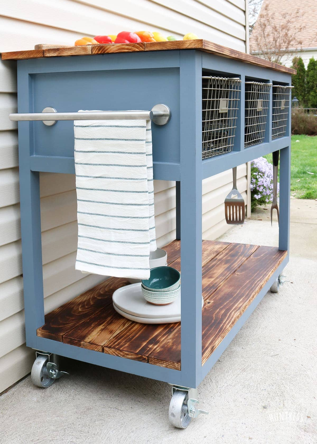 DIY-Mobile-Kitchen-Island-Grill-Cart-43 - DIY Huntress