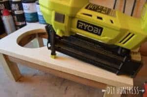 DIYHuntressDogBowlStand-14