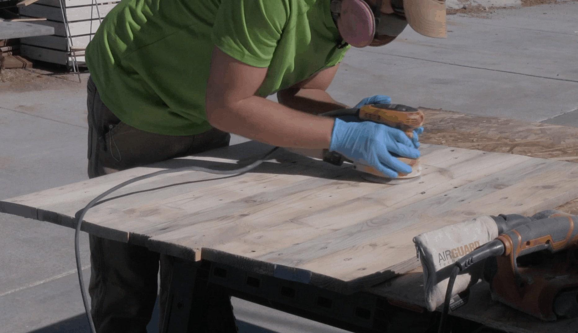 Sanding Pallets