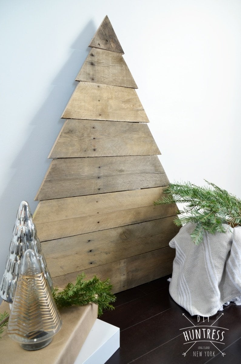 Diy Pallet Wood Christmas Tree Diy Huntress