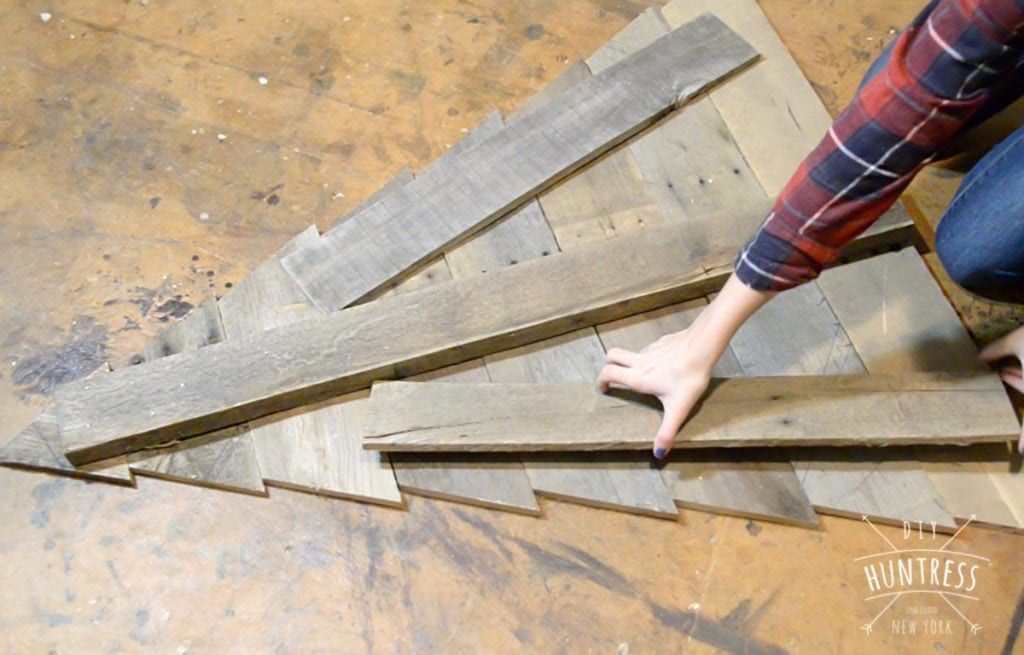 build a pallet wood tree