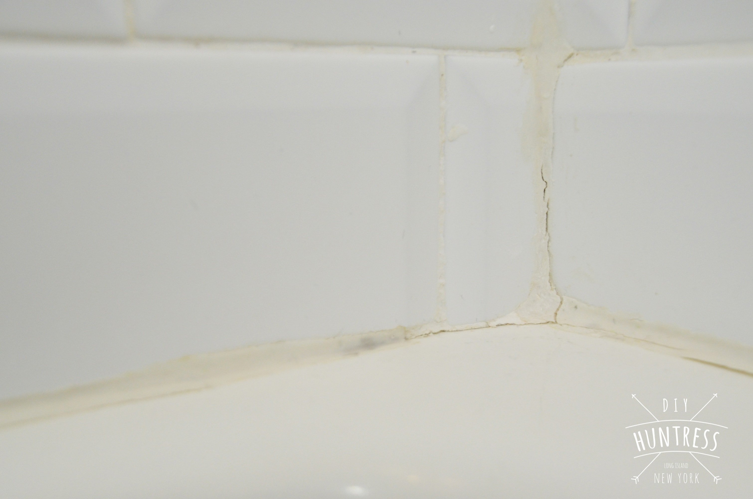 how to caulk bathtub