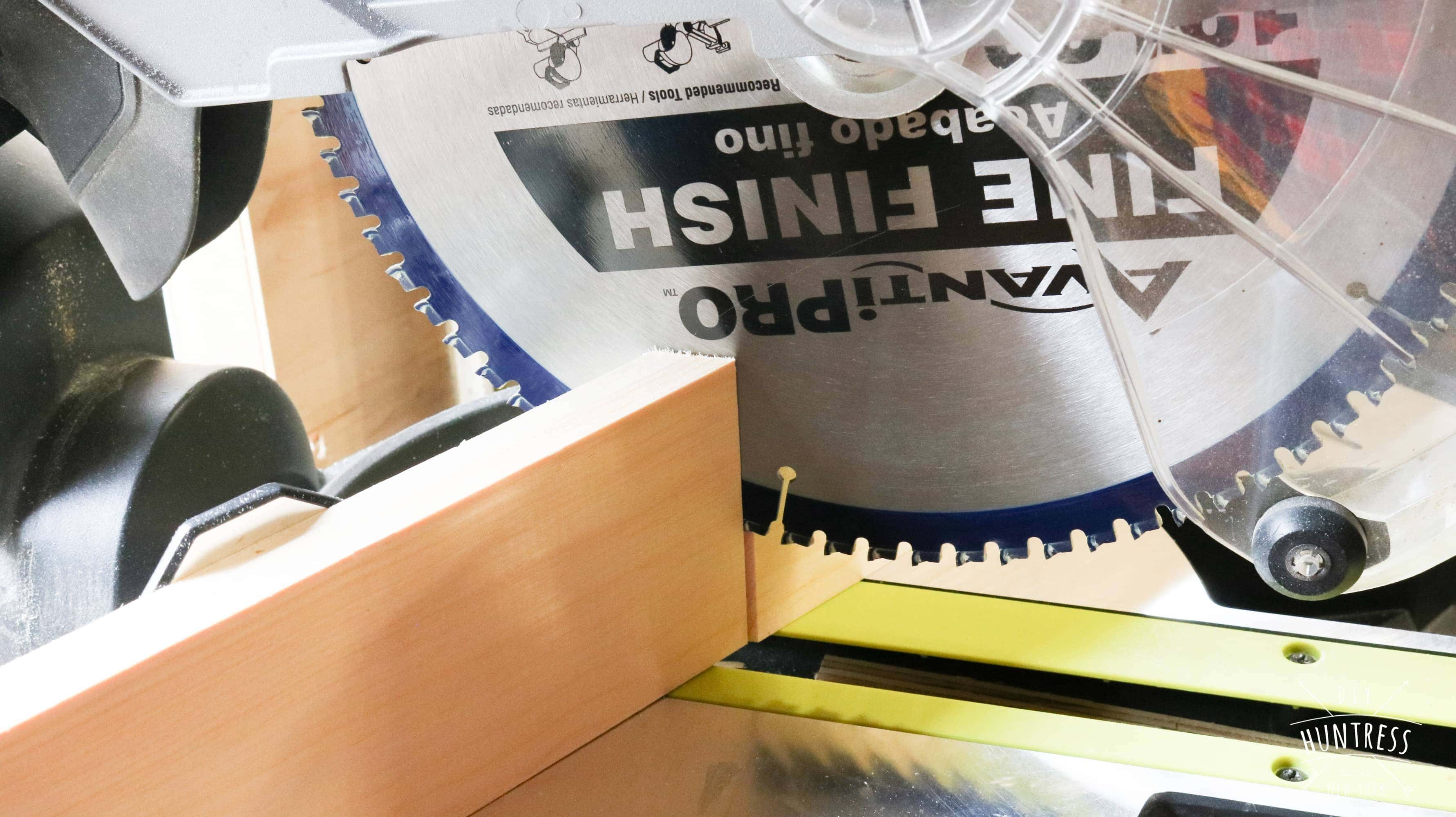 How to cut a miter angle