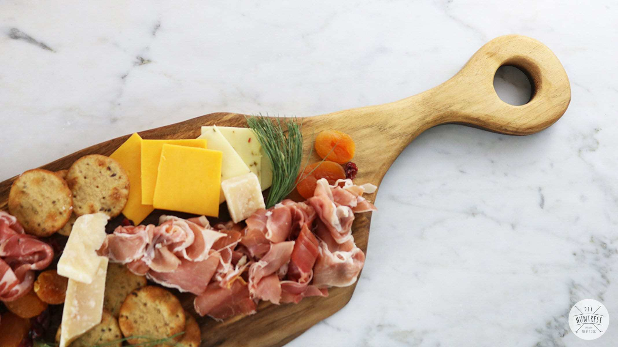 how to decorate a charcuterie board