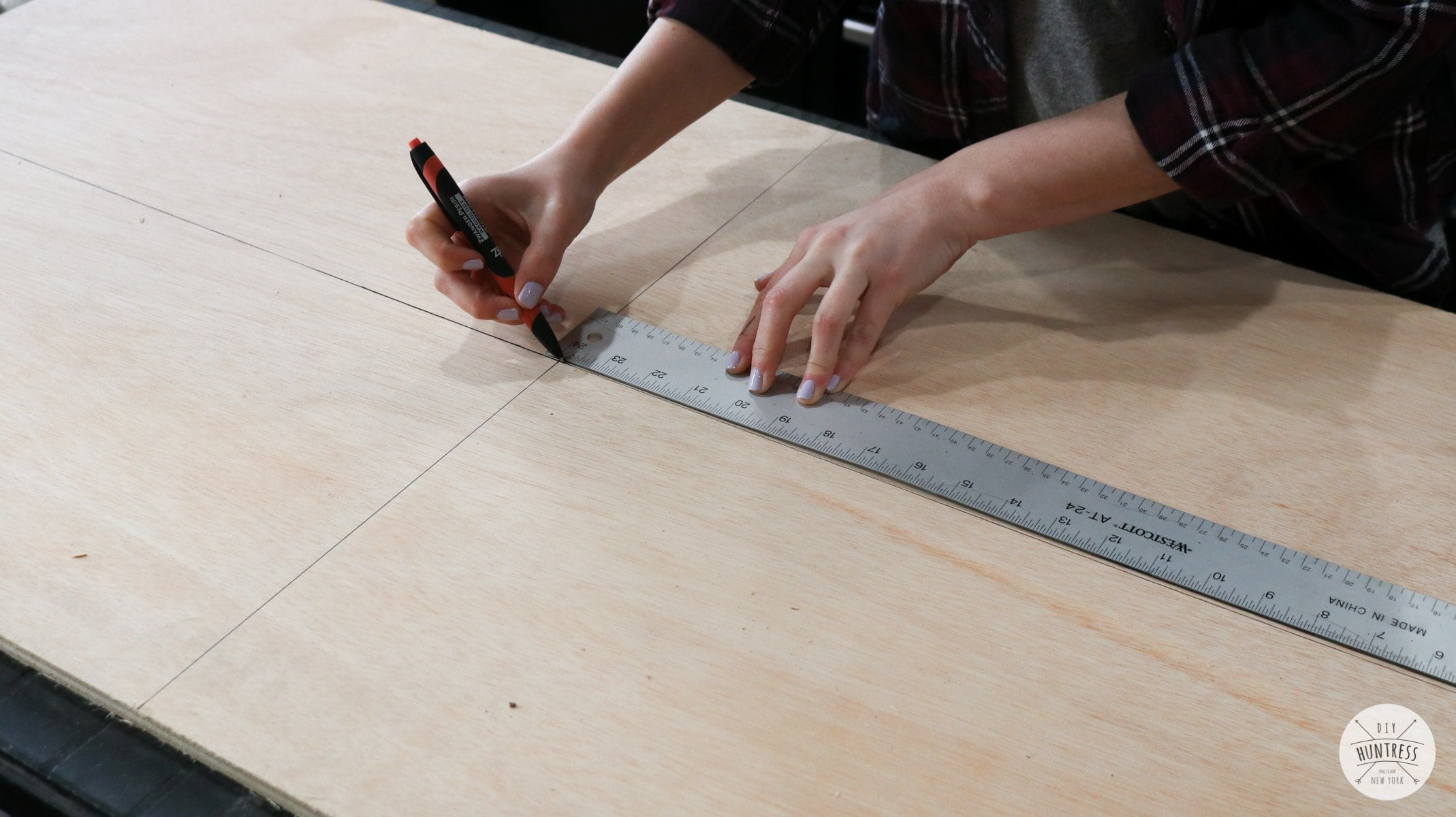 how to find the center of a wood board