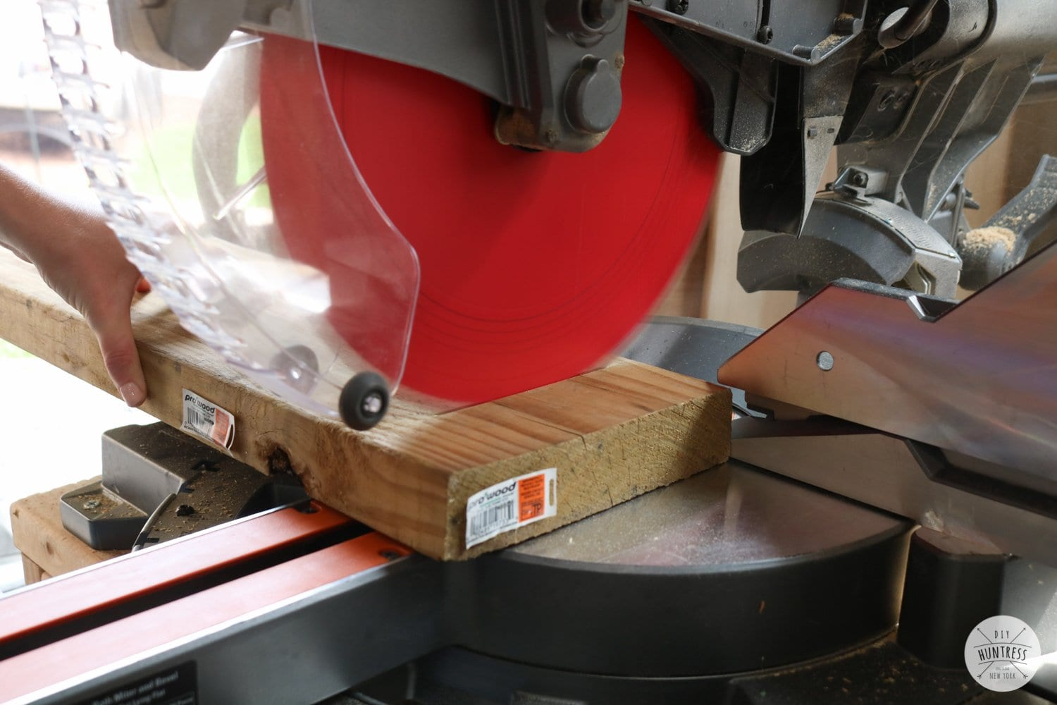 how to cut wood with miter saw
