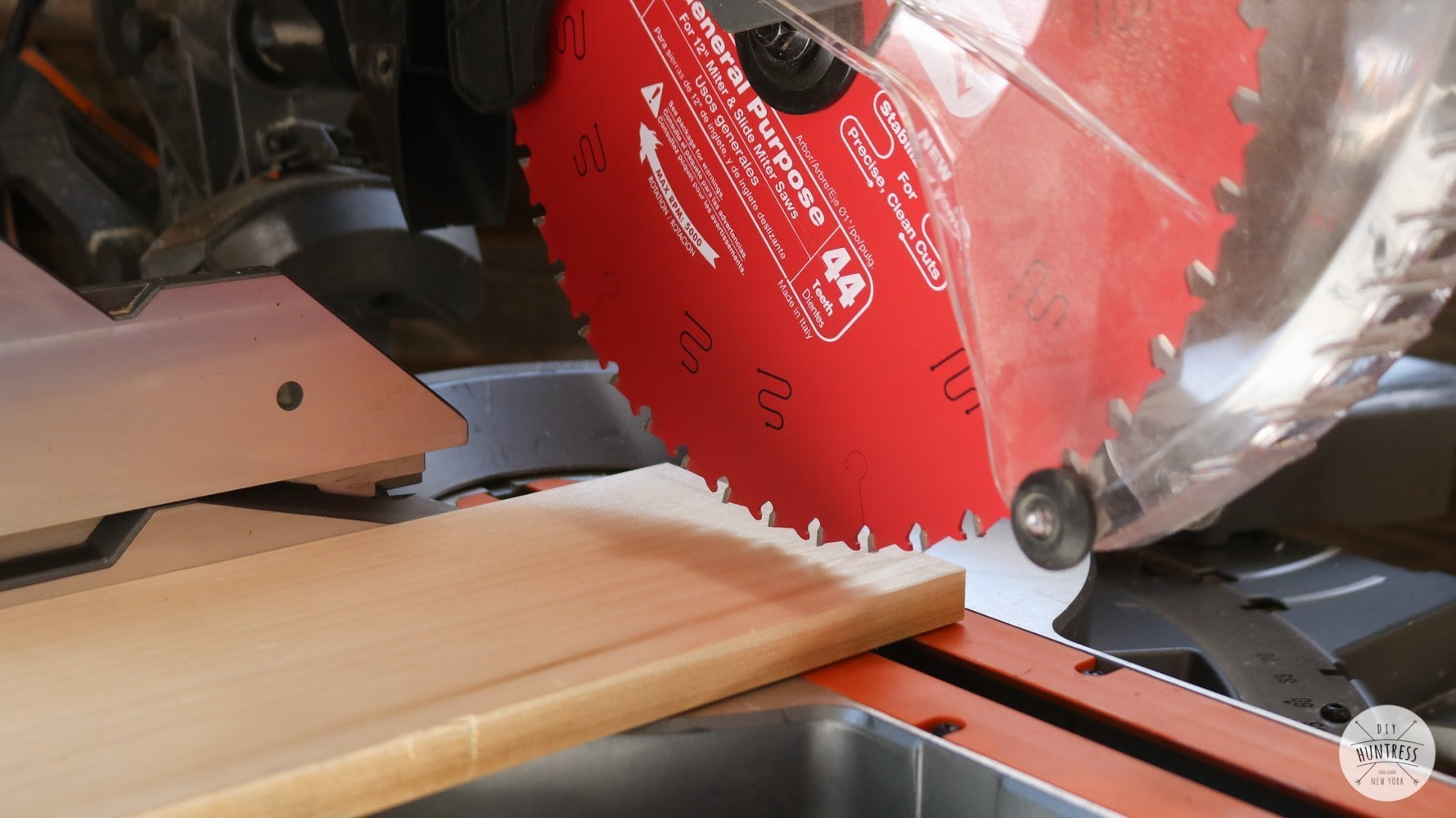 how to install a new blade on miter saw