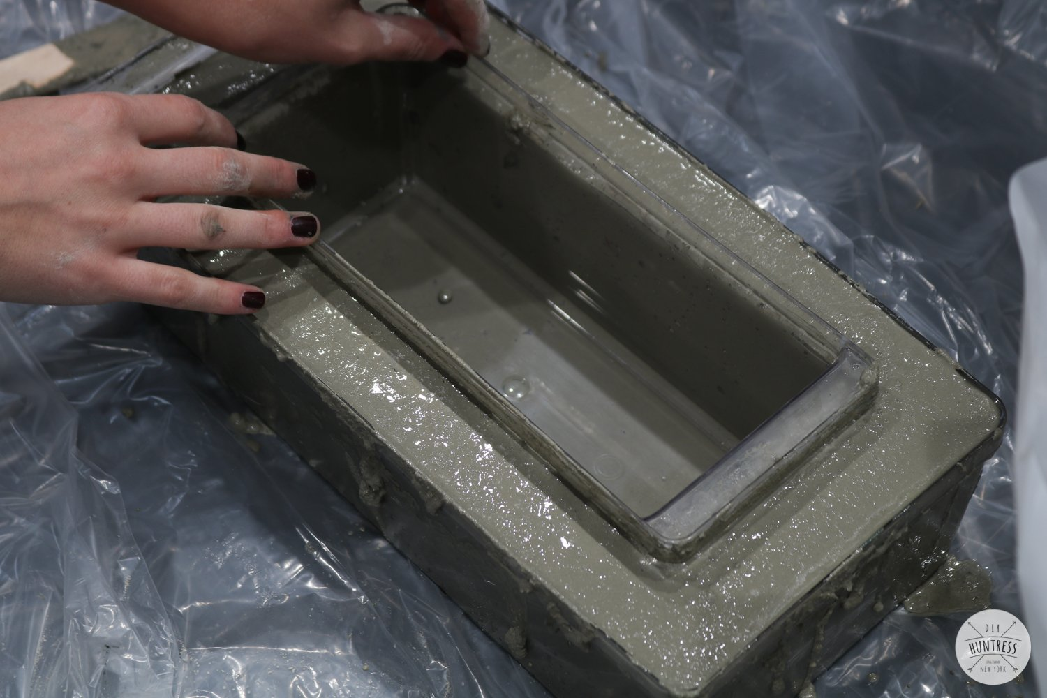 how to pour concrete in mold