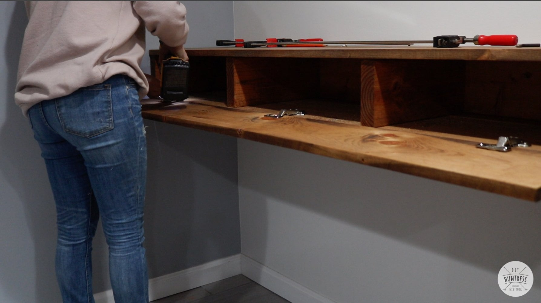 diy floating desk hidden storage 31