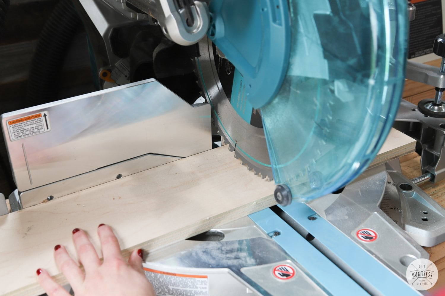 how to make a cross cut on miter saw