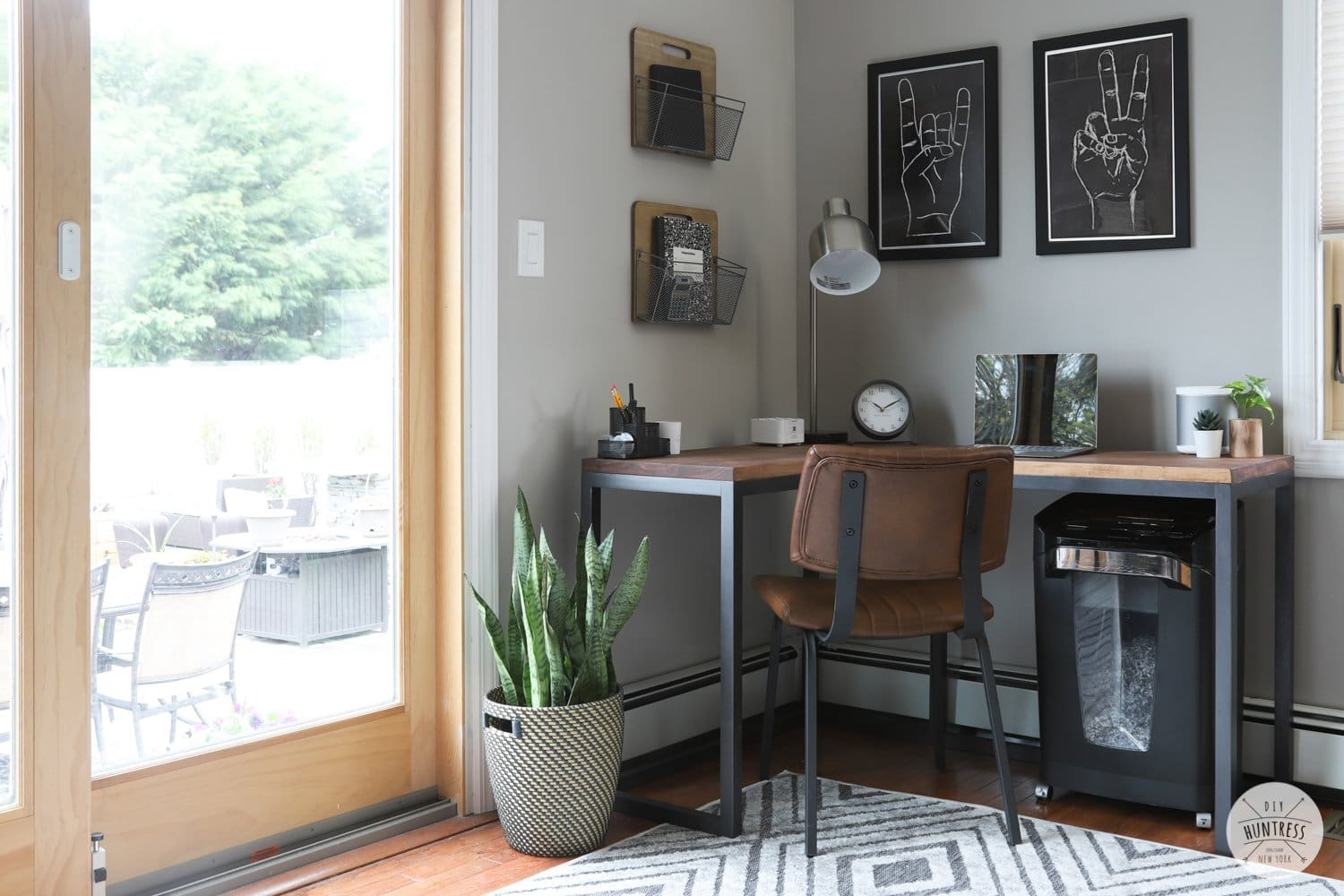 diy home office setup for small spaces